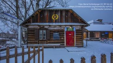 Berlin, Januar 2016 winterliche Märchenhütte im Monbijou Park in Berlin Mitte